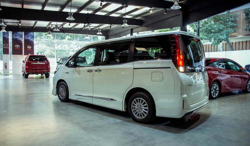 Toyota Esquire Hybrid 2015 full