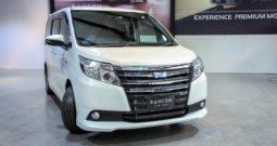 Toyota Noah Hybrid 2015